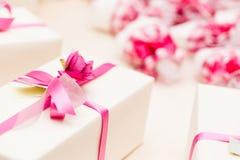 Regalos de boda envueltos Imágenes de archivo libres de regalías