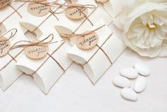 Regalos de boda para la huésped Imágenes de archivo libres de regalías