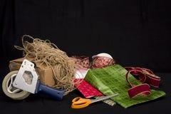 Regalos de empaquetado Fotos de archivo libres de regalías