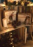 Regalos de la decoración de la Navidad en luces Imagen de archivo libre de regalías