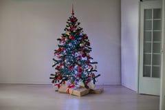 Regalos de la decoración de la Navidad del árbol del Año Nuevo Fotos de archivo