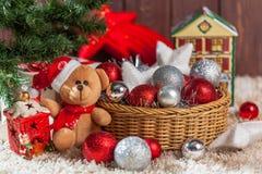Regalos de la Navidad bajo el árbol Foto de archivo libre de regalías