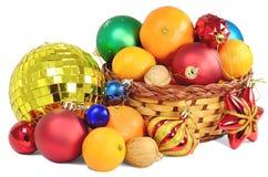 Regalos de la Navidad de la cesta Imágenes de archivo libres de regalías