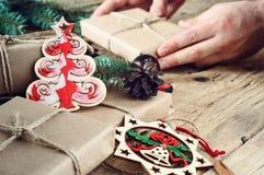 Regalos de la Navidad con los juguetes de la Navidad Foto de archivo