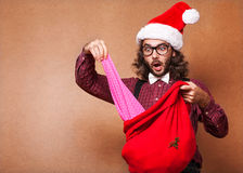 Regalos de la Navidad de la mirada del inconformista hacia fuera Foto de archivo libre de regalías