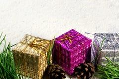 Regalos de la Navidad del Año Nuevo imagen de archivo