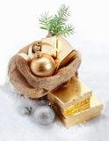 Regalos de la Navidad del oro Foto de archivo libre de regalías