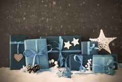 Regalos de la Navidad, nieve, espacio de la copia, copos de nieve, filtro Imagenes de archivo