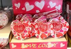 Regalos de la tarjeta del día de San Valentín con amor Imagen de archivo libre de regalías