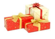 Regalos de Navidad aislados en blanco Imágenes de archivo libres de regalías