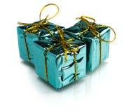 Regalos de Navidad hermosos aislados en el fondo blanco Imágenes de archivo libres de regalías