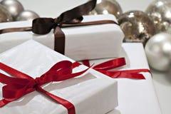 Regalos de Navidad y chucherías. Fotos de archivo