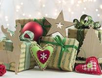 Regalos de Navidad y decoraciones Imagen de archivo libre de regalías