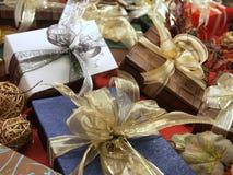 Regalos decorativos foto de archivo libre de regalías