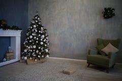 Regalos del árbol de la decoración de la Navidad del Año Nuevo Fotografía de archivo libre de regalías