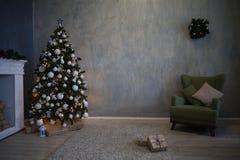Regalos del árbol de la decoración de la Navidad del Año Nuevo Imagen de archivo libre de regalías