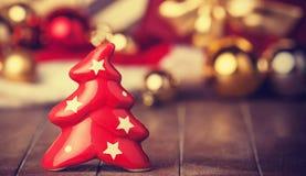 Regalos del árbol y de la Navidad de Bell Foto de archivo libre de regalías