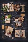 Regalos del vintage de la Navidad fotografía de archivo