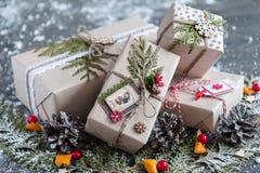 Regalos elegantes de la Navidad hechos a mano Imagen de archivo libre de regalías