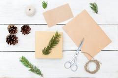 Regalos hechos a mano y todo de la Navidad necesarios para esto imágenes de archivo libres de regalías