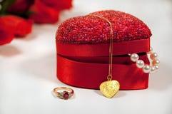 Regalos hermosos para la tarjeta del día de San Valentín Fotos de archivo libres de regalías