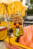 Regalos a las bebidas espirituosas en la ceremonia hindú Nusa Penida-Bali, Indonesia Imagen de archivo libre de regalías