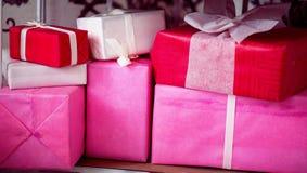 Regalos para el día de fiesta Días de fiesta la Navidad, cumpleaños, el día de tarjeta del día de San Valentín Fotografía de archivo