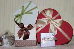 Regalos para el día de tarjetas del día de San Valentín Foto de archivo