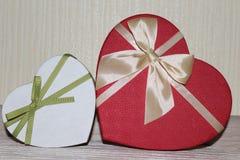 Regalos para el día de tarjetas del día de San Valentín Imagen de archivo libre de regalías