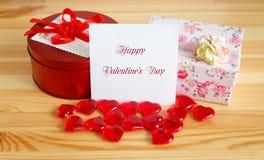 Regalos para el día del ` s de la tarjeta del día de San Valentín Imágenes de archivo libres de regalías