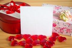 Regalos para el día del ` s de la tarjeta del día de San Valentín Imagen de archivo libre de regalías