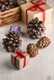 Regalos por Año Nuevo o la Navidad Imagen de archivo libre de regalías