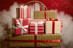 Regalos por los días de fiesta, la Navidad, aniversario Imagenes de archivo