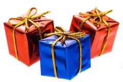 Regalos rojos y azules imagen de archivo libre de regalías