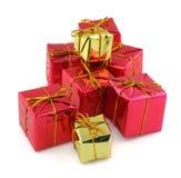 Regalos rojos y de oro Fotografía de archivo libre de regalías