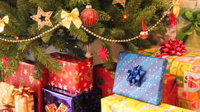 Regalos y árbol de navidad metrajes