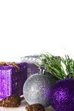 Regalos y bolas de la Navidad del Año Nuevo Imagen de archivo libre de regalías