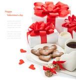 Regalos y dulces al día de tarjeta del día de San Valentín Fotografía de archivo libre de regalías