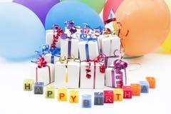 Regalos y globos de cumpleaños Imagen de archivo libre de regalías