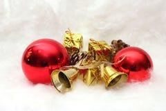 Regalos y símbolos de la Navidad Fotografía de archivo libre de regalías
