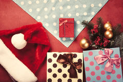 Regalos y servilleta de la Navidad Imagen de archivo libre de regalías