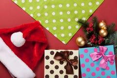 Regalos y servilleta de la Navidad Fotos de archivo libres de regalías