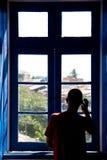 Regard à l'extérieur de l'hublot Photo libre de droits