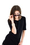 regard à l'extérieur de la femme de lunettes de soleil Photo stock