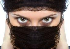 Regard Arabe d'oeil vert de plans rapprochés de femme Image stock
