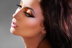 Regard assez oriental. Modèle sensuel de brunette Images libres de droits