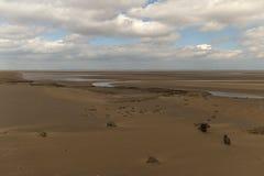 Regard au-dessus de l'estuaire quand la marée est  Photos libres de droits
