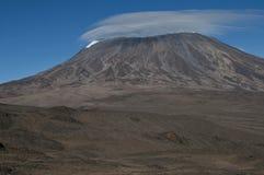 Regard au-dessus de la selle à Kilimanjaro Image libre de droits