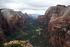 Regard au-dessus de Zion Valley image stock