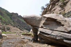 Regard aux rochers de ciel Image libre de droits
